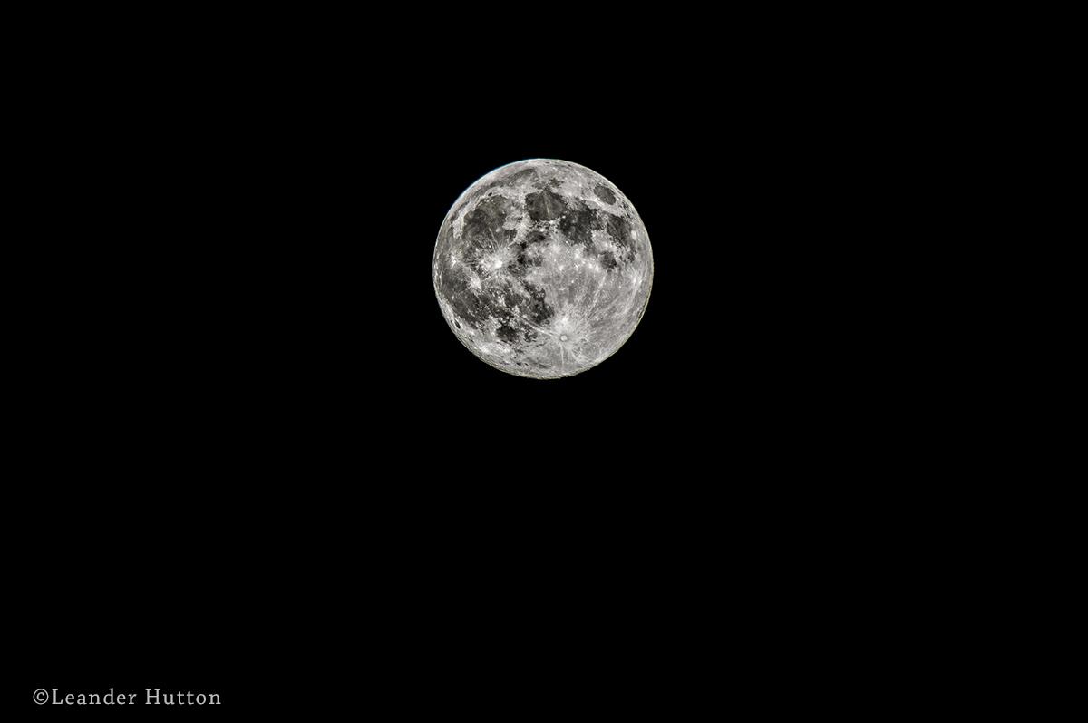 """Super"" Moon - Leander Hutton"